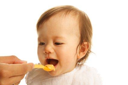 8 aylık bebeğin beslenmesi ve bakımı