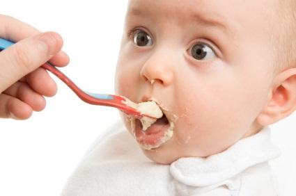 4 aylık bebeğin beslenmesi ve bebeklere yemek listesi
