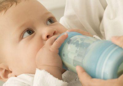 1 aylık bebeğin beslenmesi ve bebeğin alması gereken süt