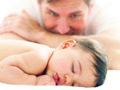 bebeklerde emzirme sonrası ve emzirdikten sonra hıçkırık kusma